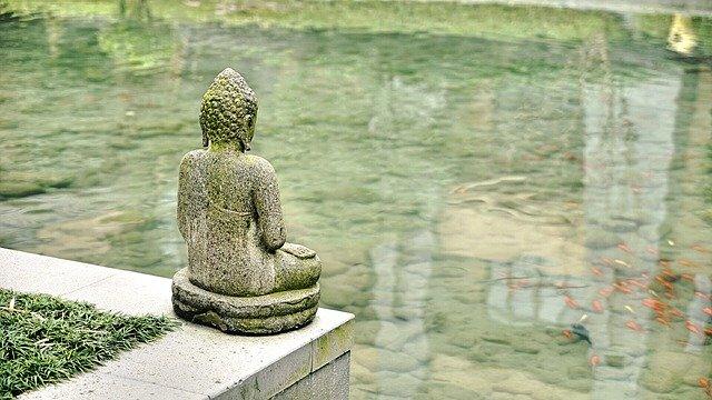 socha a jezero