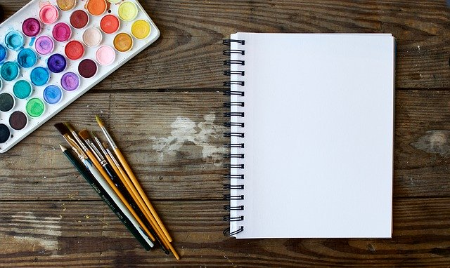 deník a psací potřeby